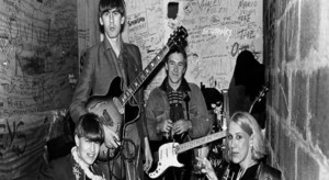 THE GO-BETWEENS: RIGHT HERE